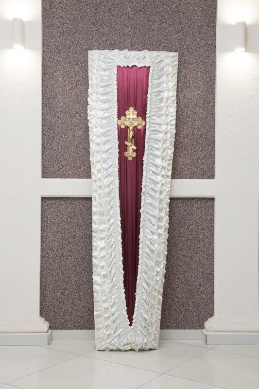 Гроб бордово-белый атлас драпировка GD-14-atlas