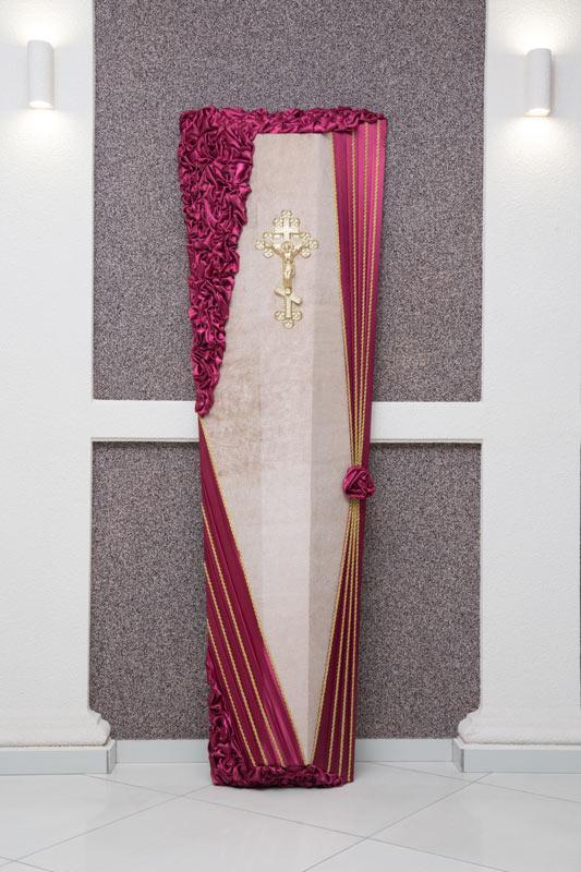 Гроб бордовый атлас с розой GD-18-atlas