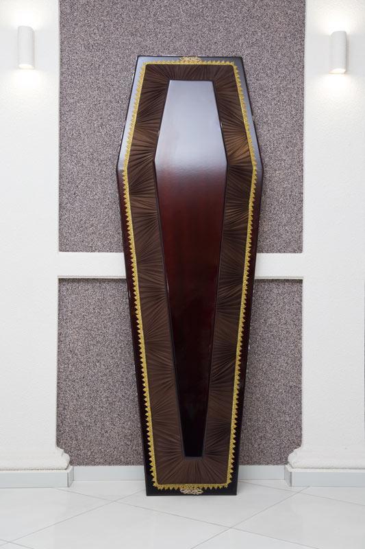 Гроб лак + драпировка коричневый GLD-10