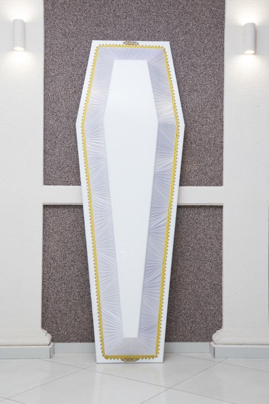 Гроб лак + драпировка белый GLD-11