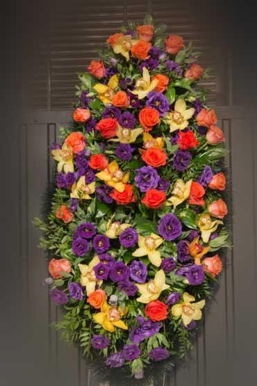Венок из живых цветов 16