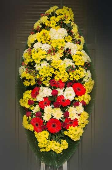 Венок из живых цветов 17