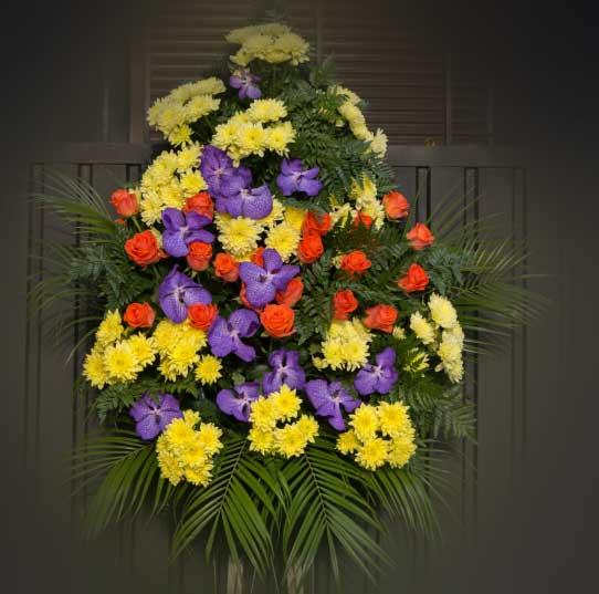 Венок из живых цветов 4